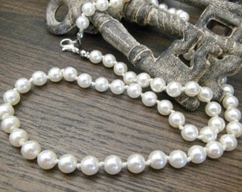 """Retro Classic Knotted White Faux Pearl Bead 18"""" Princess Length Necklace Y25"""
