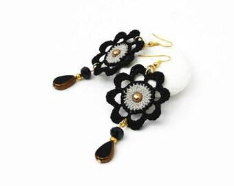 Crochet earrings - Crochet  jewelry - Black and grey - Flower -