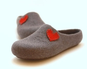 Valentine day gift - Women felted slippers with heart - Weddings gift  - made to order