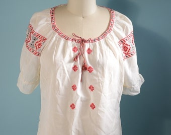 Vintage 70s White Embroidered Boho Peasant Top/ Penny Lane Hippie Festival Summer Blouse/ Bohemian Nomad Chic