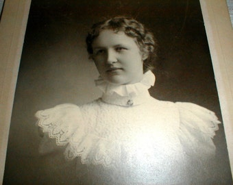 Antique Cabinet Card Photo Beautiful Young Lady With Ruffled High Collar Blouse *Mina Pearl Rome 1898*