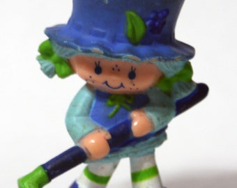1981 Mini Figure Strawberry Shortcake friend Blueberry Muffin with hoe