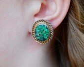 Vintage Sterling Screw Back Earrings Chinese Export Carved Green Stone Gold Wash Mid Century 1960's // Vintage Sterling Silver Jewelry
