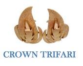Crown Trifari earrings, leaf or fire earrings, 1950s early 60s, brushed and gloss gold, clip earrings