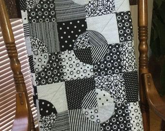 Black and White Quilt, Drunkards Path, Unique design, Sofa throw, Modern bedding, Dorm Room
