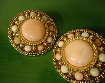 Vintage 1970s Pink Pearl Round Clip on Earrings