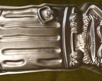 Vintage Aluminum Oscar the Grouch Sesame Street Cake Pan Kitchen Form Collectable