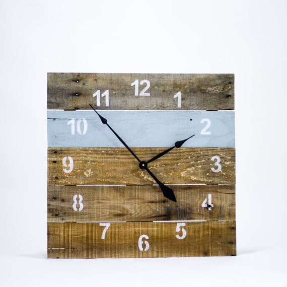 LARGE Reclaimed Pallet Wood Wall Clock (Interesting Aqua)