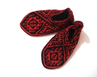 knit socks womens slippers, Christmas gifts, hand knit Red Black Turkish Slippers Socks Booties, Anatolia Slippers Socks, gift for women mom