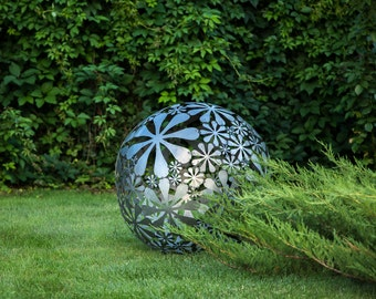 Hand welded metal garden sculpture Flower Ball a unique artistic decor in your creative garden // 28 inches diameter // 16 ga metal