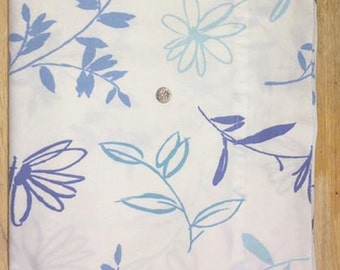 Vintage Queen Flat Sheet, Wamsutta, Blue and White Print, Abstract Daisy Stems Foliage, Shades of Blue and Aqua on White, Crafting Fabric