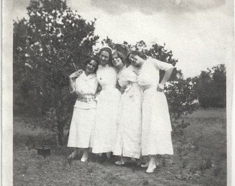 Old Photo Affectionate Women wearing White Dresses 1910s Photograph snapshot vintage