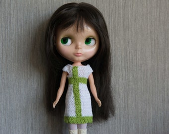 Blythe doll sized mod style short sleeved lime green and white knitted dress for Blythe, Pullip, Dal. Licca, Barbie or similar dolls