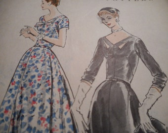 Vintage 1950s Vogue 8794 Dress Sewing Pattern, Bust 40