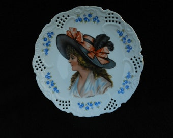 Vintage Plate: Decorative plate