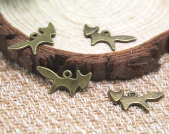 8 Quick Brown Fox Charms Bronze Tone Foxes Vixen Forest Animal Simple Wildlife Jewelry Craft Supplies 20x10 mm