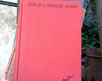 Enid Blyton, Five on a Treasure Island, Hodder & Stoughton, London, Illustrations by Eileen Soper, vintage childrens book