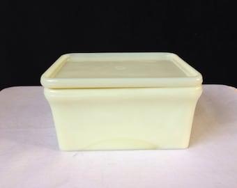 McKee - Custard - Covered Refrigerator Dish - Imperfect - 1940's