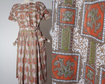 Vtg 50s AUTUMN Colored Day Dress With CREST Motif & BOWS, Medium to Large