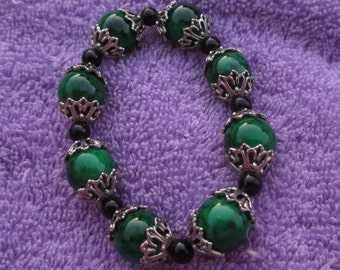 Stretch Bracelet With Green And Black Beads