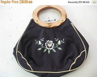 ON SALE vintage. CANVAS. embroidered. Flowers. navy. Purse. 1970s. wooden handle.