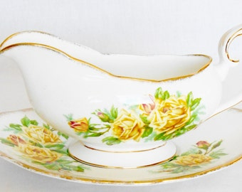Vintage Royal Albert Tea Rose Gravy Boat with Underplate in Yellow from the 1940's, Vintage Royal Albert, Vintage Tea Rose Gravy Boat,