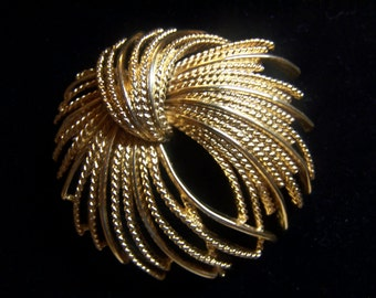 "Pretty Vintage Monet Brooch Pin 2.5"" Gold Tone, Signed"