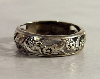 Sterling Flower & Vine Band   Size 7         Repousse Floral Ring