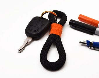 Rope keychain in black and orange
