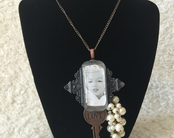 Marilyn Monroe pearl necklace