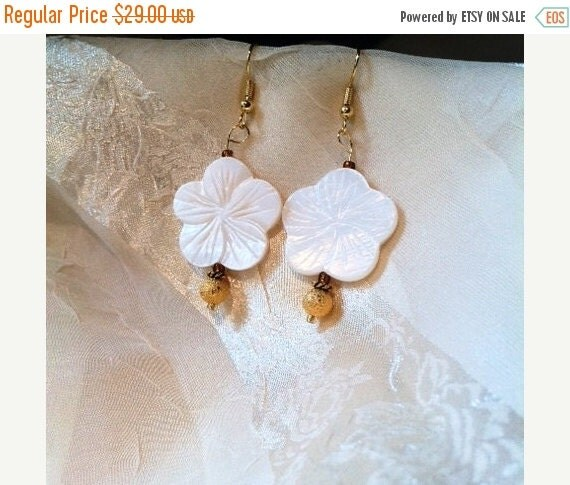 20% OFF Back2SchoolSale Sweet Summer Vintage Inspired White MOP & Gold Dust  Flower Earrings