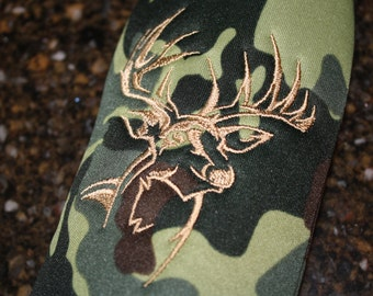 Deer Silhouette Embroidered Bottle Wrap with Zipper in Camo with Personalization