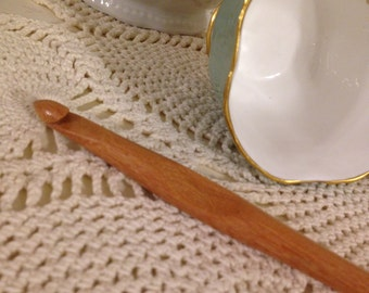 Size L Laurel Hill Trai Crochet Hook - 8.00 mm Exotic Wood Crochet Hook