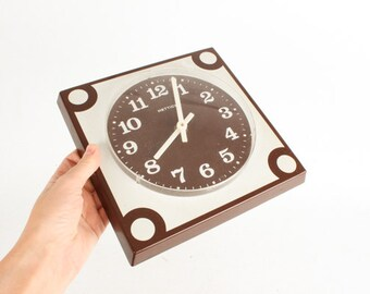 Vintage Retro Wall Clock / Brown White Plastic Clock / Mid Century 50s Clock  / Kitchen