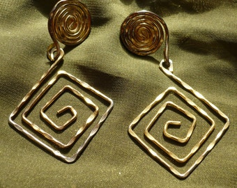 1980s-Retro-Pounded Metal Spiral Earrings