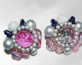 SALE! Beautiful Pink & Gray Vintage Signed KARU Glass Clustered Flower Clip Back Earrings ED9