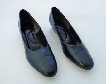 Vintage Size 9 Hush Puppies Navy Blue Leather Pumps 1960s