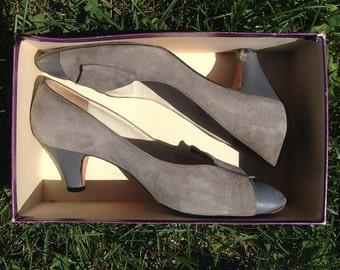 Vintage shoes | 1980s gray suede Garolini pumps with bow detail, US 8.5