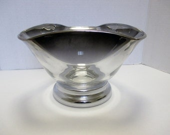 Vitreon Queen Lustreware Silver Ombre - Large Vintage Salad Serving Bowl with Chrome Base