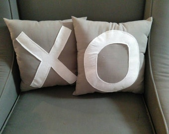 X's and O's love pillows set
