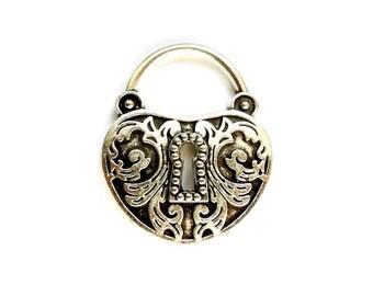 1 Antique Silver Ornate Keyhole Pendant/Charm - 21-51-3