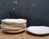 white plate (dia.12 cm)
