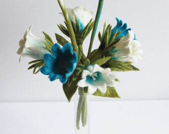 6x Flowers bells in white and turquoise decor for the apartment artwork of felt