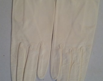 Vintage Gloves White Kid Leather Wrist Length Unlined Evening White Formal Gloves Size 7 1/2 NOS  1970's Made in Italy