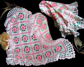 White blanket with pink flowers for baby.