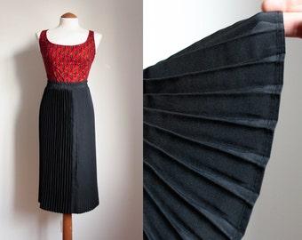 80s/90s Black Pleated Skirt / Vintage High Waisted Skirt / Tea Lenght Skirt / Chic Black Skirt