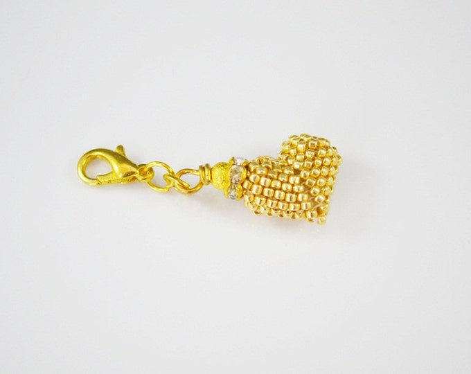 Gold metal heart keyring Keychain heart Gift for him her Small hearts Anniversary gift Beaded seed beads heart Decoration phone bag