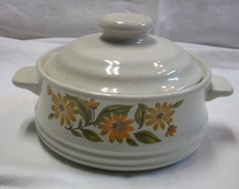 Vintage Capri Bake Serve 'n Store Covered Dish with Yellow Gold Daisies, T