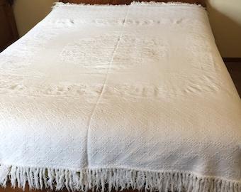 Twin/Single Size Bedspread, Coverlet, Woven White, Bed Post Split Corner