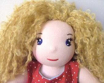 Amandine, poupée waldorf de 35 cm sur commande